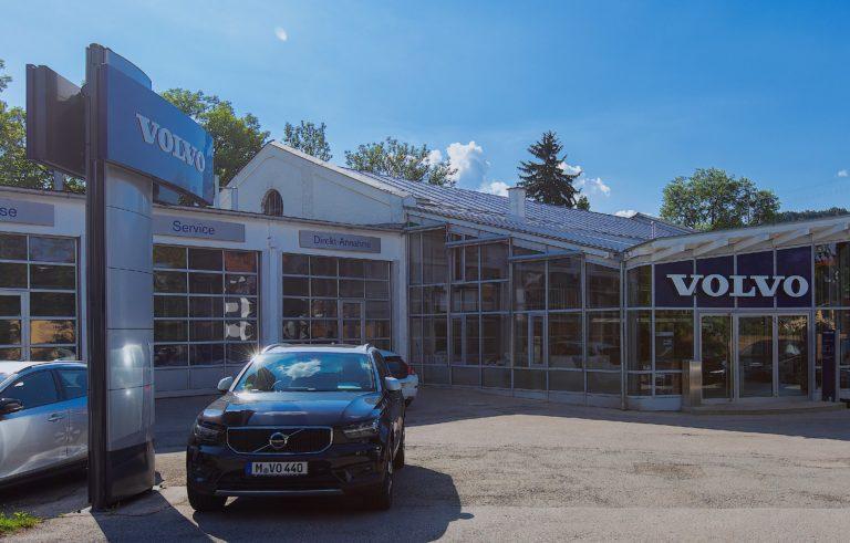 Volvo Autohaus Gerb in Wolfrathshausen in der Frontansicht 768x491
